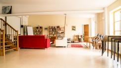 Im Seminarraum ist genug Platz zum Tanzen und Diskutieren, für Yoga oder Kampfsport